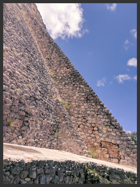 The side view of the pyramid in Uxmal